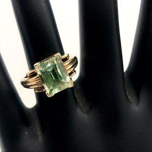 10K YELLOW GOLD GREEN QUARTZ RING (5.5)